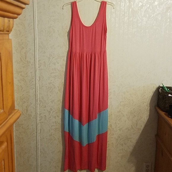 Dresses & Skirts - Sleeveless Maxi dress